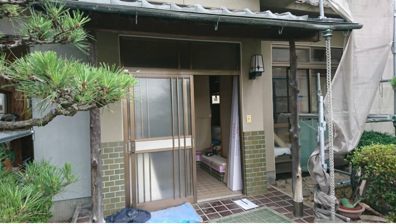 シーエス建材トーヨー住器の玄関引戸、窓改修工事の施工前の写真1