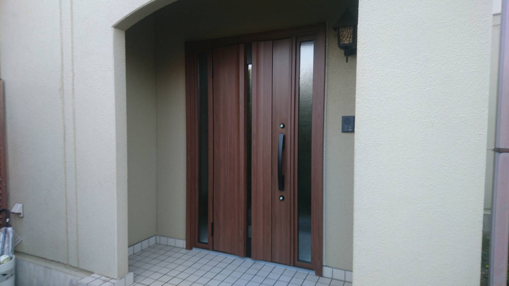 シーエス建材トーヨー住器の明るい玄関ドア リフォーム工事の施工事例写真