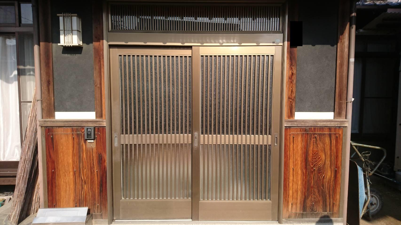 シーエス建材トーヨー住器のリシェント 玄関引戸 交換の施工前の写真1