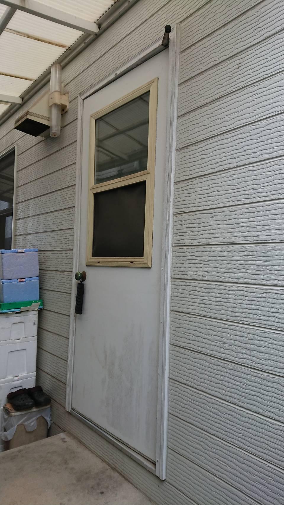 シーエス建材トーヨー住器の生活向上 勝手口交換 リシェント 岡山市の施工前の写真1