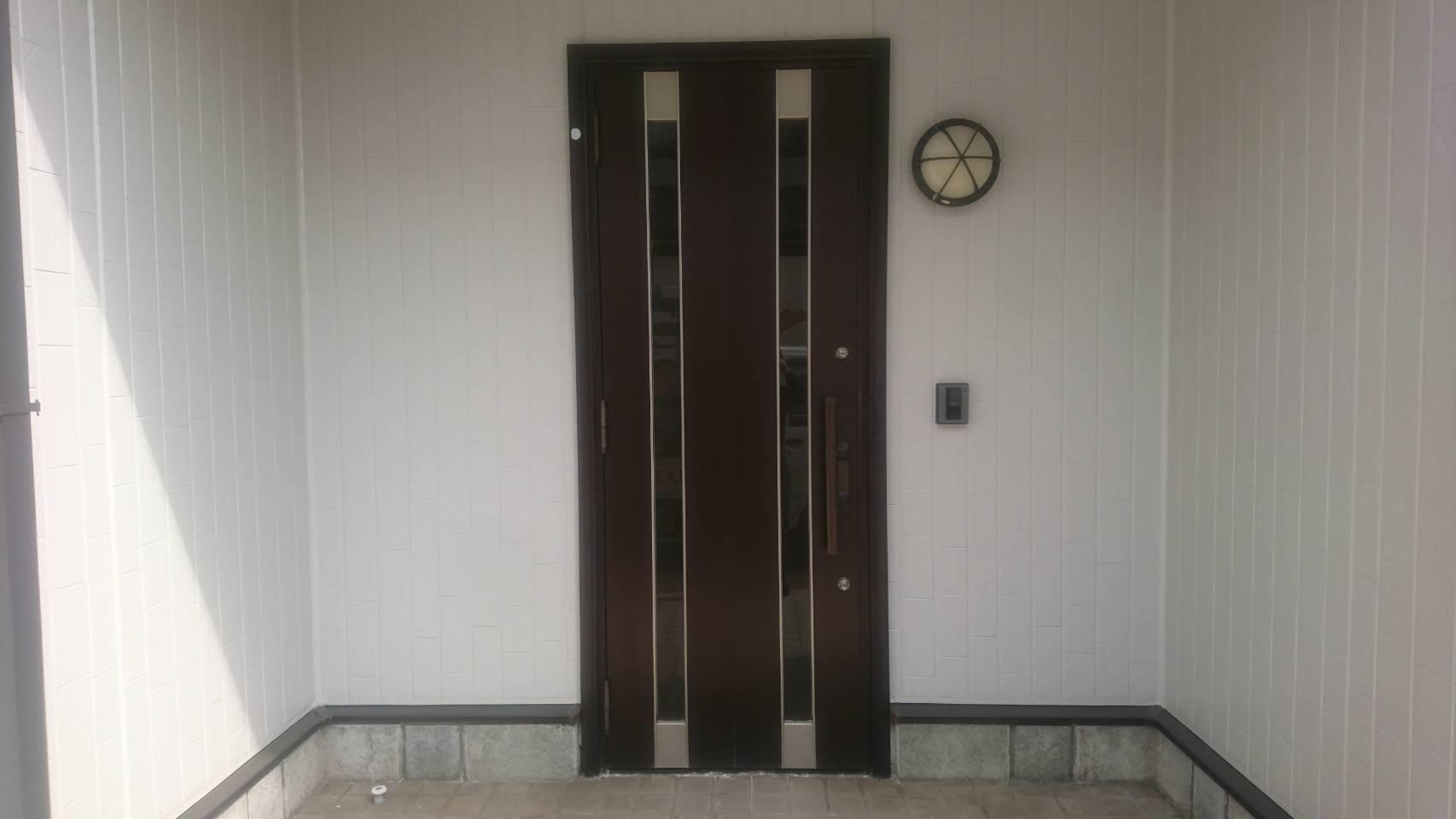 シーエス建材トーヨー住器の玄関ドア リシェント 交換工事の施工前の写真1