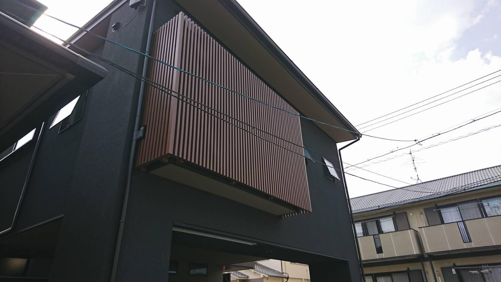 シーエス建材トーヨー住器の岡山市 コートライン工事 縦格子の施工事例写真