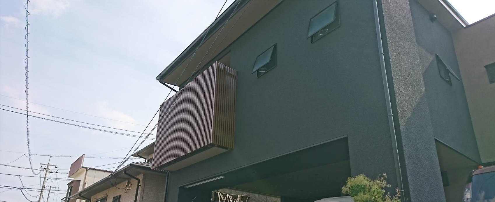 シーエス建材トーヨー住器の岡山市 コートライン工事 縦格子の施工後の写真2