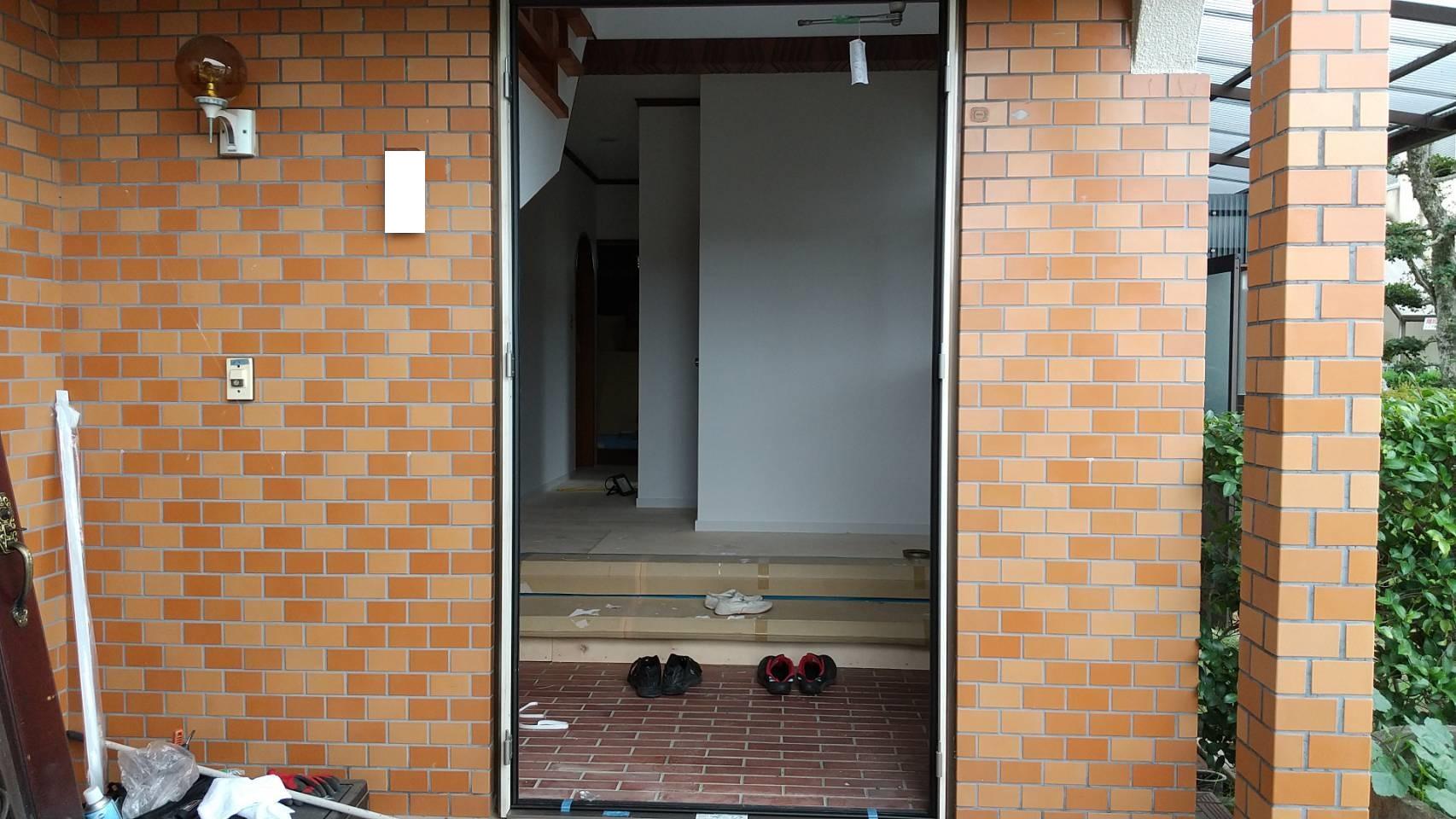 シーエス建材トーヨー住器の玄関 リフォーム工事の施工前の写真2