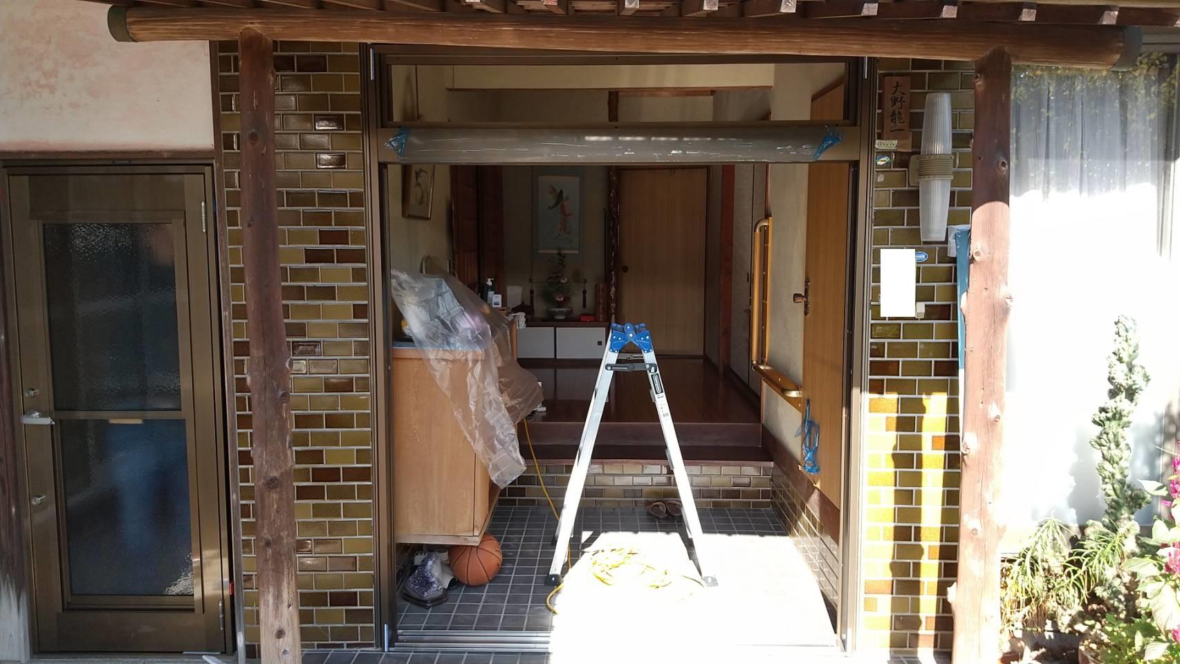 シーエス建材トーヨー住器の岡山市 玄関引戸 リフォーム工事の施工前の写真2